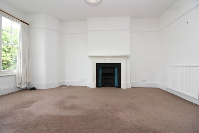 2 bed flat to rent in Muswell Avenue, Muswell Hill, London