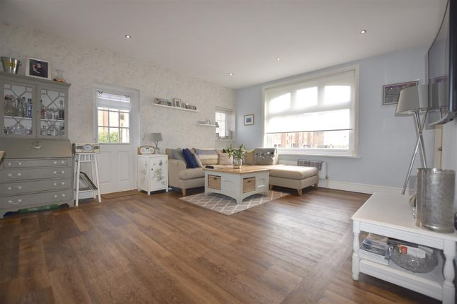 1 bed flat to rent in West Street, Gravesend