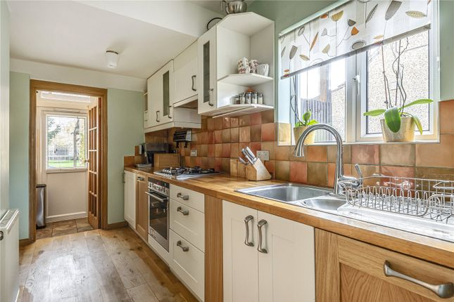 Picture No. 04 of Denham Way, Maple Cross, Rickmansworth, Hertfordshire WD3