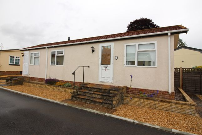 Thumbnail Mobile/park home to rent in Valdean Home Park, Alresford
