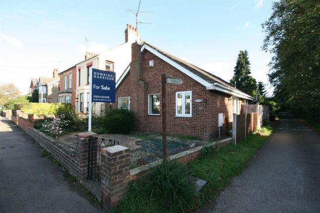 Thumbnail Bungalow for sale in Harborough Road North, Kingsthorpe, Northampton
