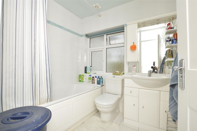Family Bathroom of Wakemans Hill Avenue, London NW9