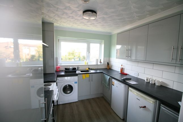 Flat to rent in Wheeler Close, Colchester