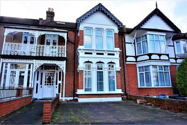 Thumbnail Flat for sale in Clarendon Gardens, Ilford