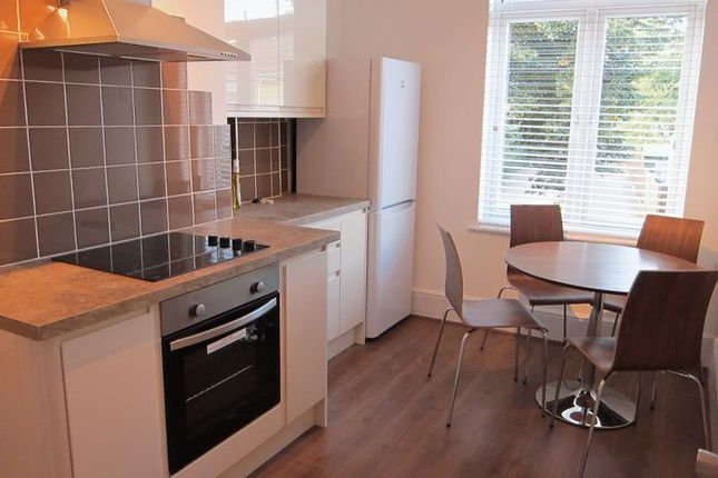 Thumbnail Flat to rent in Victoria Street, Englefield Green, Egham