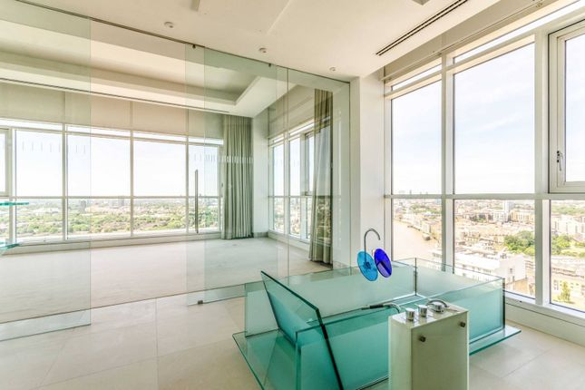 Thumbnail Flat to rent in Berkley Tower, Canary Wharf, London
