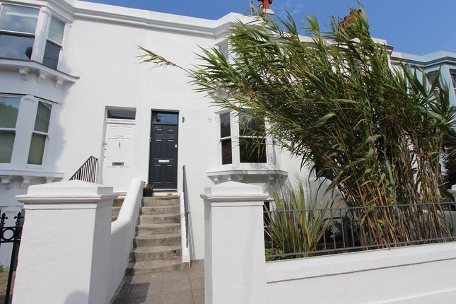 Flat to rent in Upper North Street, Brighton