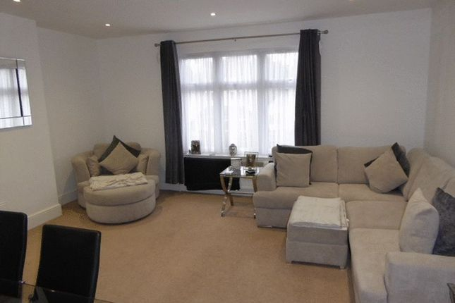 Thumbnail Flat to rent in Nutfield Road, Merstham, Redhill