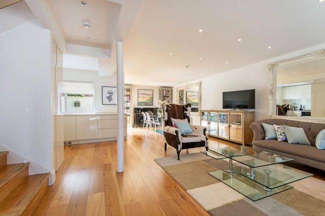 Property to rent in Randolph Mews, Maida Vale