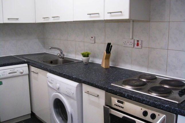 Kitchen of Flat 7, 18 St Johns Terrace, University LS3