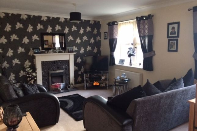 Thumbnail Flat to rent in 16 Durham Way, Parkgate, Rotherham
