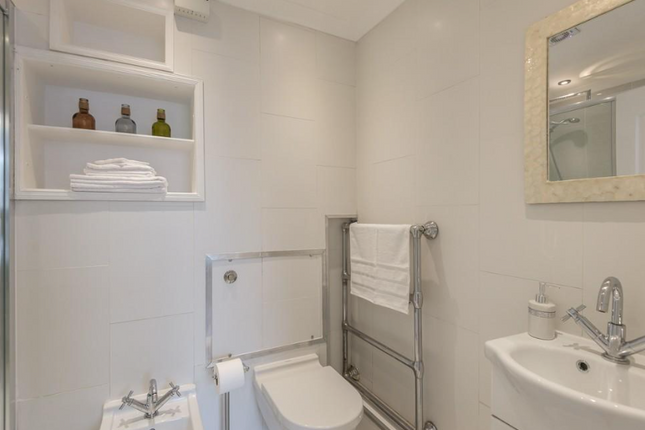 Bathroom  of Queensway, Central London W2