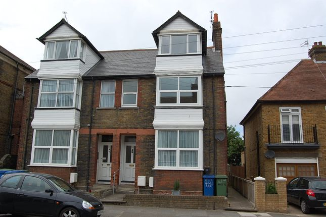 Thumbnail Flat to rent in Park Road, Sittingbourne, Kent