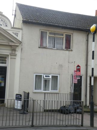 Thumbnail Flat for sale in Luton Road, Chatham