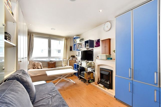 Studio to rent in Townmead Road, Fulham