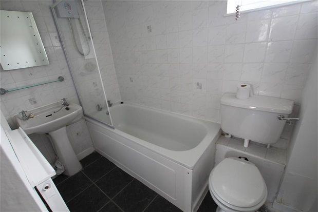 Bathroom of The Paddock, Preston PR2