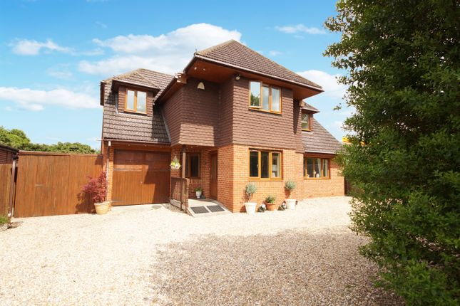 Thumbnail Detached house for sale in Reading Road, Hook