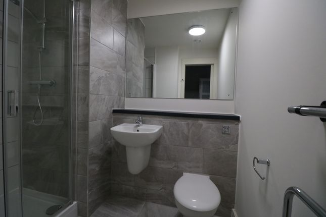 Bathroom of Wolstenholme Square, Liverpool L1