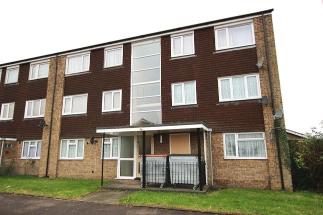 Thumbnail Flat to rent in Linden Close, Dunstable