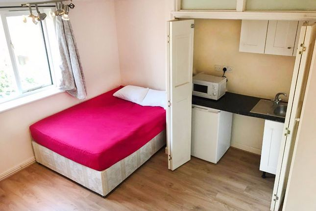 Studio to rent in Telegraph Place, Tower Hamlets