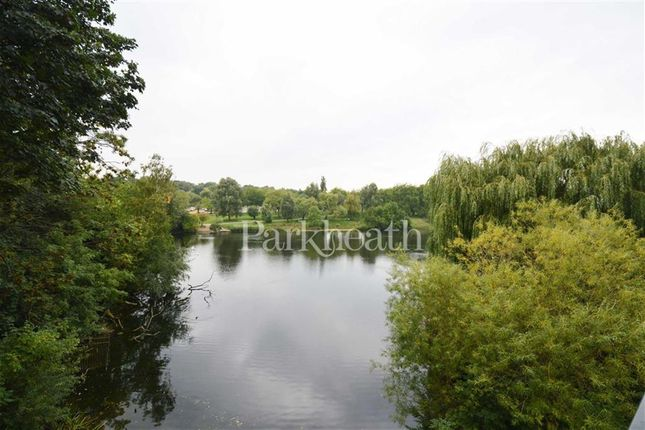 Flat to rent in Roderick Road, Belsize Park, London