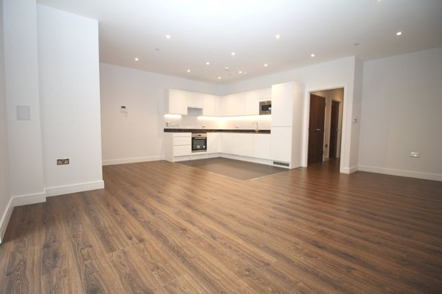 Thumbnail Flat to rent in Aldenham Road, Bushey
