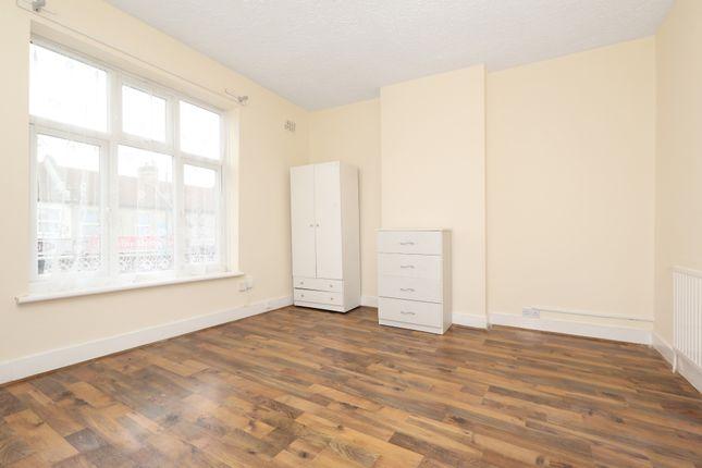 Thumbnail Flat to rent in Ilford Lane, London