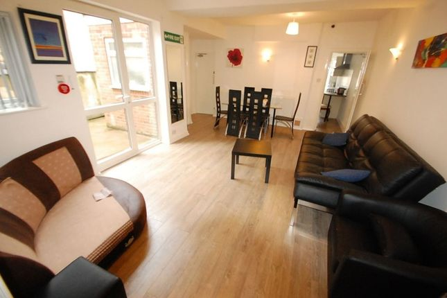 Thumbnail Shared accommodation to rent in Charnwood Street, Derby