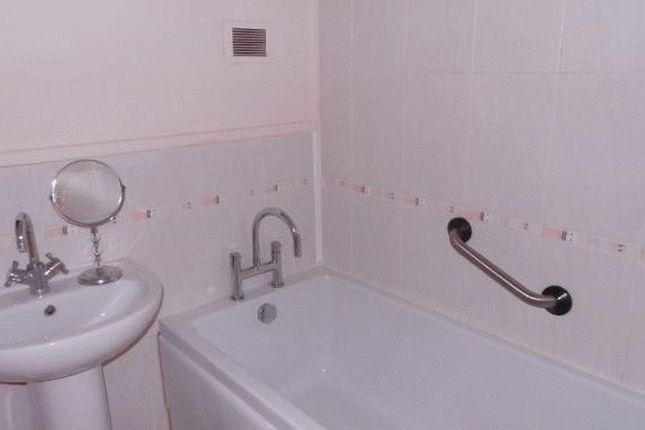 Bathroom of Hill Street, Halesowen B63