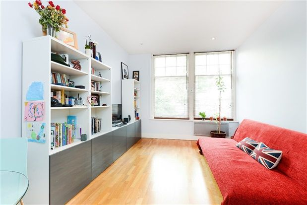 Thumbnail Flat to rent in Westow Street, London