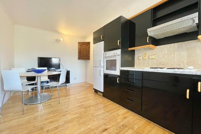 Thumbnail Terraced house to rent in Royal Court, Surrey Quays