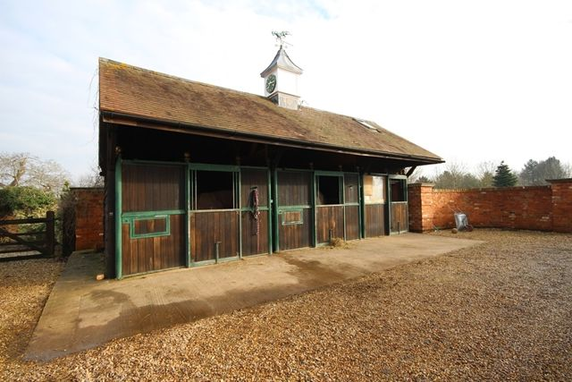 Equestrian property to rent in Stable With Grazing, Corse Lawn, Gloucester