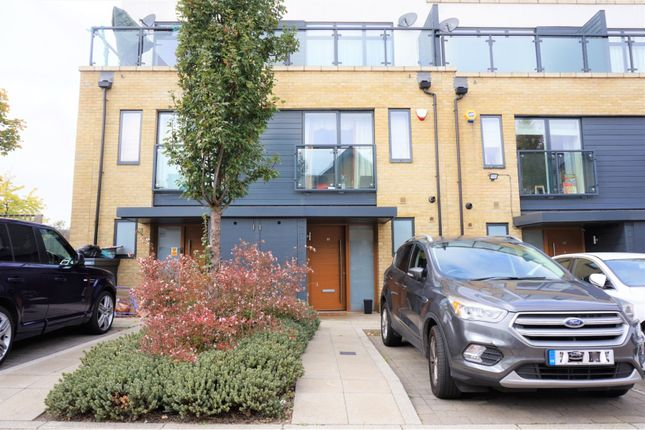 Thumbnail Town house to rent in Ashflower Drive, Romford