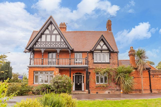 3 bed end terrace house for sale in Straight Road, Old Windsor, Windsor SL4