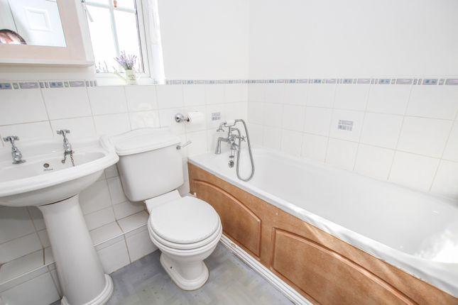 Family Bathroom of Thor Drive, Bedford MK41