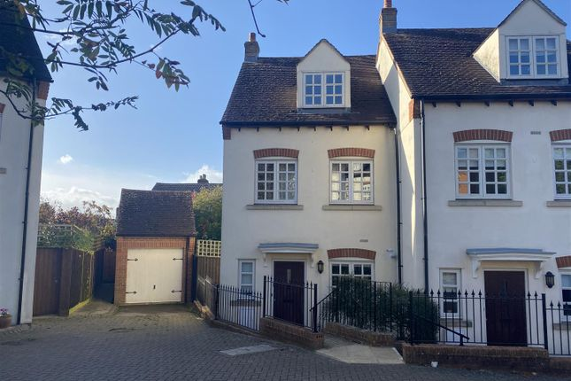 3 bed town house to rent in Freemans Orchard, Newent GL18