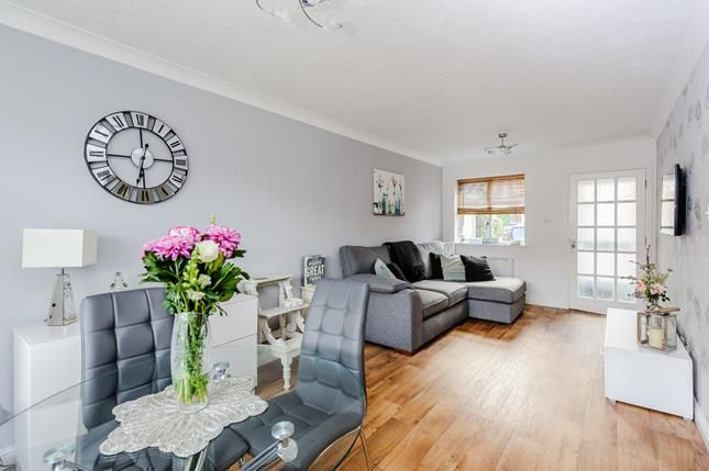 Flat for sale in Earlsfield Drive, Chelmsford, Essex