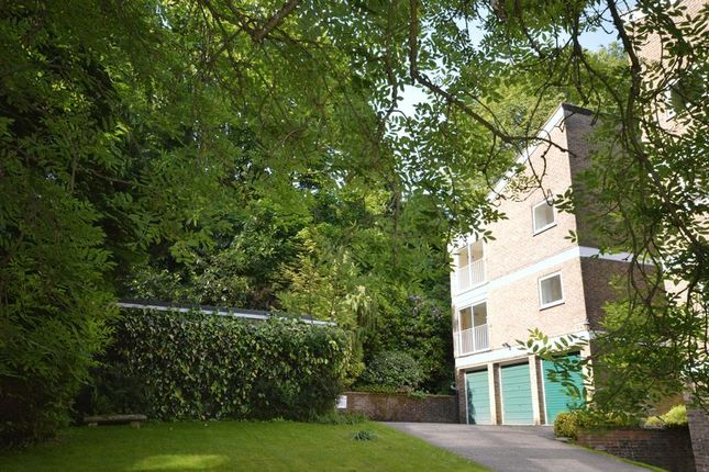2 bed flat to rent in Cedar Court, Haslemere