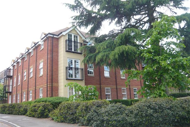 2 bed flat to rent in Old College Road, Newbury, Berkshire RG14