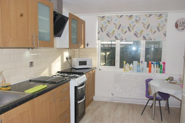 Thumbnail Flat to rent in Laxley Close, London