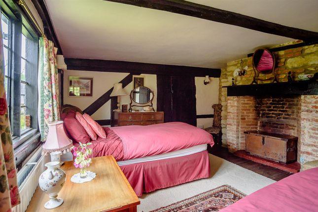 Bed 3 of North End Road, Steeple Claydon, Buckingham, Buckinghamshire MK18