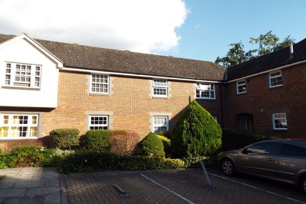 Thumbnail Flat to rent in St Pauls Place, City Centre, Winchester