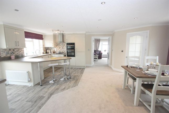 Thumbnail Mobile/park home for sale in Cerne Villa Park, Chickerell Road, Chickerell, Weymouth