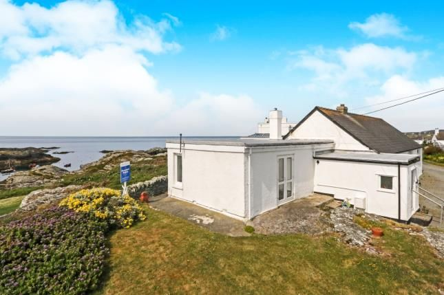 Thumbnail Bungalow for sale in Lon Penrhyn Garw, Trearddur Bay, Holyhead, Sir Ynys Mon