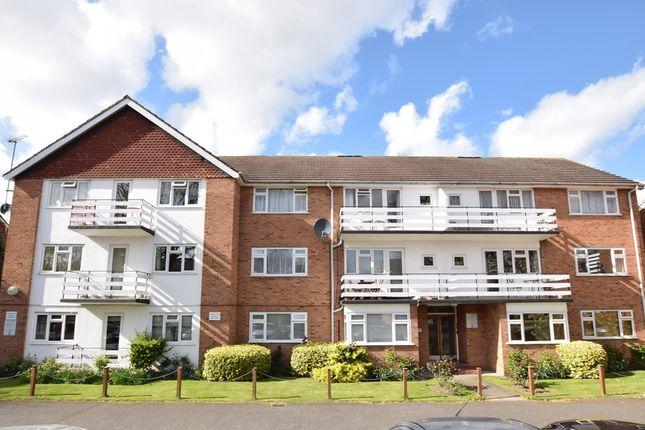 2 bed flat to rent in Lovelace Gardens, Surbiton, Surbiton