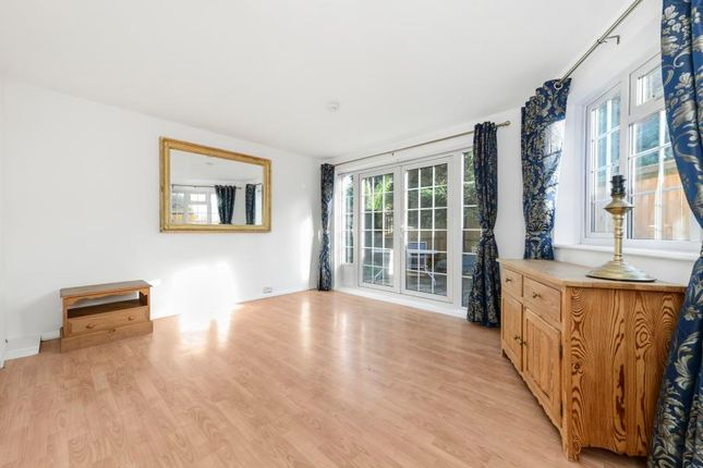 Thumbnail Semi-detached house to rent in Apple Garth, Brentford