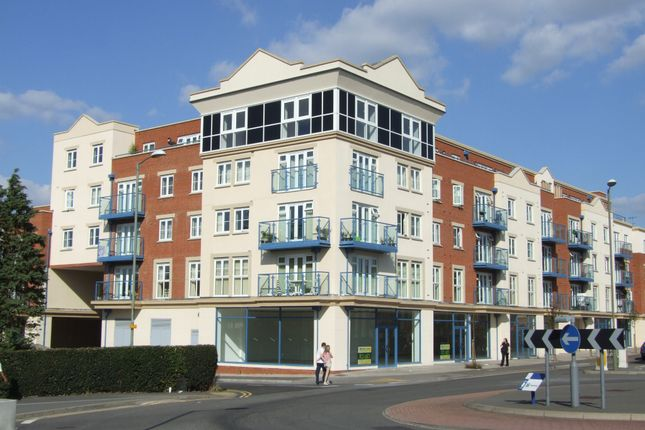 Thumbnail Flat to rent in Goldsworth Road, Woking