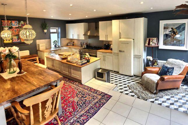 Thumbnail Flat for sale in Fitzwarren Gardens, Whitehall Park