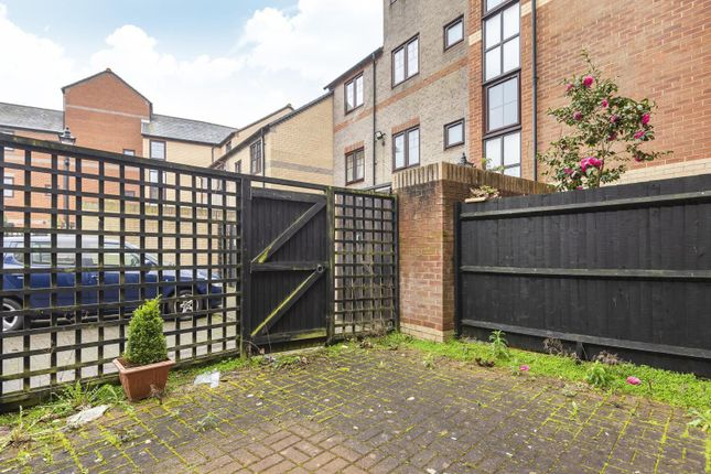 Private Garden of Swan Place, Reading RG1