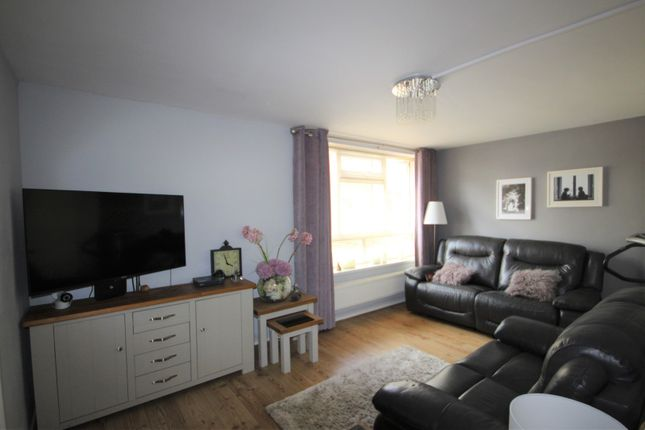Thumbnail Flat for sale in Great Knightleys, Basildon
